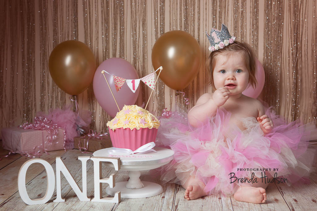 Cake smash birthday photoshoots in Rugeley ~ Scarlett