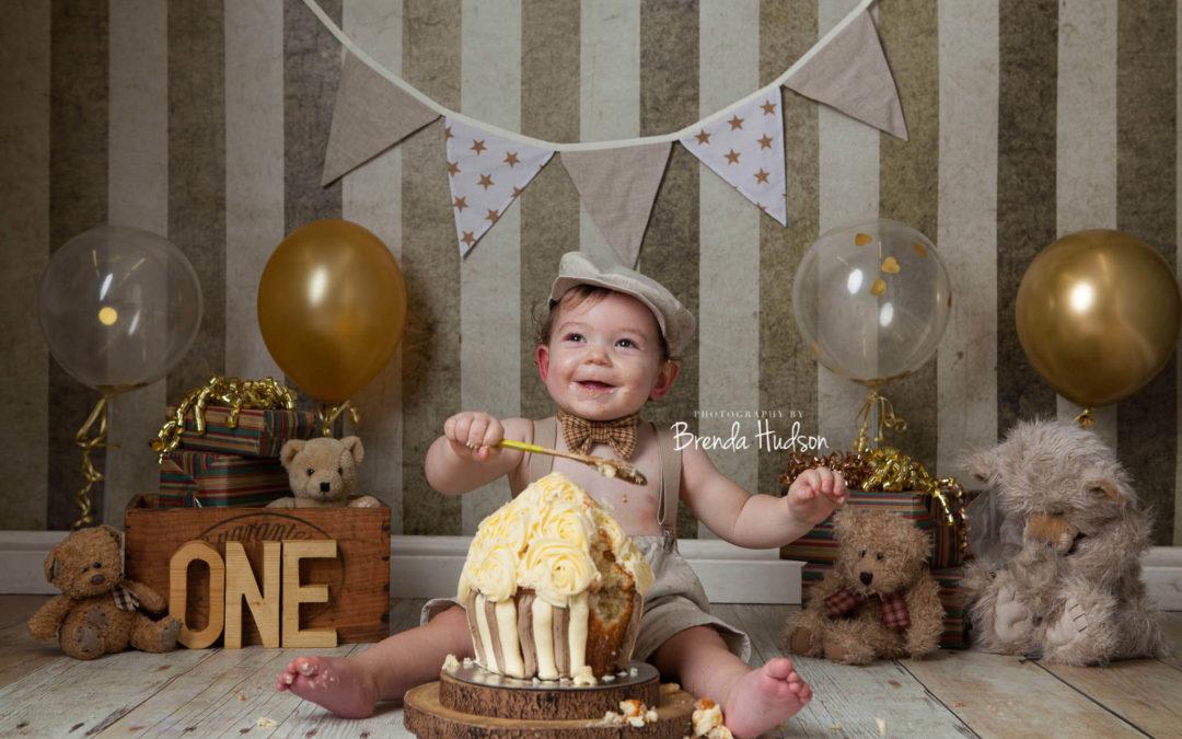cake smash & splash, photographer in Rugeley