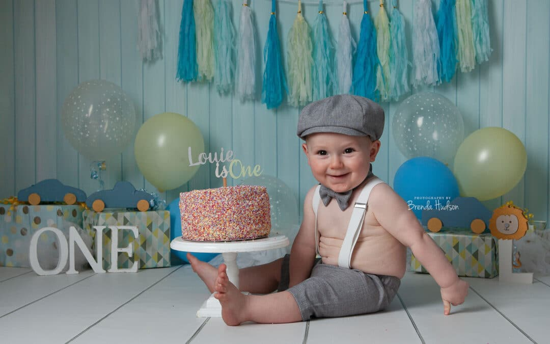 Cake smash photos in Rugeley ~ Louie!